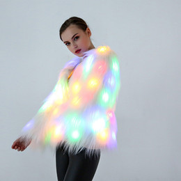 Jaquetas led lights on-line-LED Mulheres Luminosas Faux Fur Outwear Inverno Light Up Burning Glow Fofo Sparking Rainbow LED Traje jaqueta para Show de Dança Festa de Natal