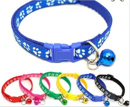 2020 huellas de perro Collar del perro del animal doméstico huella del animal doméstico collar de la campana del perro botón de la cabeza del gato collar de la huella W1275 huellas de perro baratos