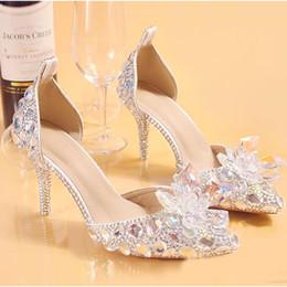 2019 zapatos de boda de la boda de las sandalias del rhinestone 2020 zapatos de diseño Moda lujosa de diamantes de imitación de plata Zapatos de novia para mujeres Sandalias de diseño de tacón bajo para mujer rebajas zapatos de boda de la boda de las sandalias del rhinestone