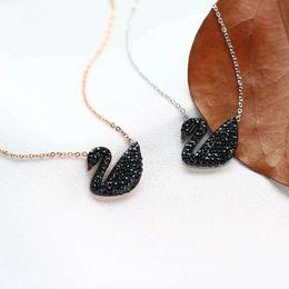 Canada Ming Hao petit collier de cygne noir en or rose marée féminine marée courte réseau sonore rouge avec le même paragraphe chaîne de clavicule en acier titane Offre