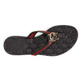 Pantofole di qualità online-Alta qualità con gli scorrevoli della scatola Estate Designer di lusso Spiaggia coperta G Sandali piatti Pantofole Infradito casa con sandalo Spike