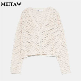 Suéter branco on-line-Verão oco Outono Fora Knit Sweater White Lady Cardigan Tops 2019 Casual manga comprida Botão V-neck Sweater Coats Plus Size