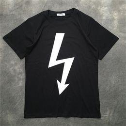 Camisas brancas unisex on-line-Designer de luxo T Shirt Preto Branco Vermelho Verão T Shirt Das Mulheres Dos Homens de Manga Curta Unisex T Camisa Hip Hop Tees Tamanho S-XXL
