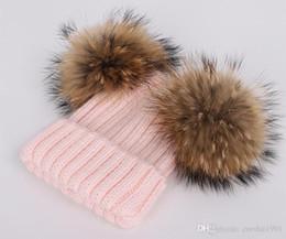 2019 chapeau deux balles Nouveau hiver bébé bonnet tricoté deux vrais pompons de fourrure boule beanie enfants casquettes Double Pom Pom Hat 8 couleurs livraison gratuite chapeau deux balles pas cher