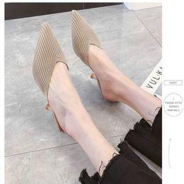 2019 sandalia fucsia Fucsia neta perezosos Baotou zapatillas mitad de las mujeres usan el verano 2019 nueva aguja de punto señaló las sandalias de tacón alto atractivo de otoño sandalia fucsia baratos