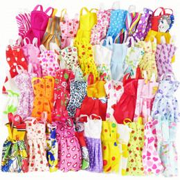 10 Stücke Mix Sorts Schöne Handgemachte Party Kleid Mode Kleidung Beste Geschenk Kinder Spielzeug für Barbie Puppe Zubehör von Fabrikanten