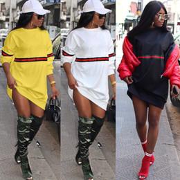 Le donne sexy di nuovo modo delle donne 2019 vestiti classici a strisce rosso-verde delle donne hanno marchiato le magliette a maniche lunghe delle magliette della rappezzatura superiore cheap green tee shirt dress da vestito dalla maglietta verde fornitori