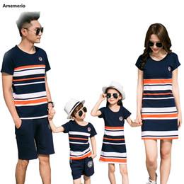 meninos 5 t camisa listrada Desconto 2019 T-shirt listrado Verão Outfits Mãe e filha do pai vestidos e filho do bebé Família menina Mesma roupa Familiares