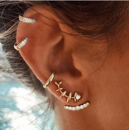 orecchini a vite di strass Sconti Giappone e coreano moda e popolare femminile pieno di cristallo strass Fishbone clip-on orecchini a vite Stud orecchini a cerchio E5327