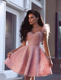 Vestidos de cocktail de luxo on-line-Novo Luxo Pérolas Rosa Curto Homecoming Vestidos 2019 Árabe Dubai Estilo A Linha Querida Na Altura Do Joelho Cocktail Prom Vestidos de Noite