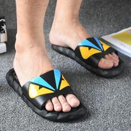 zapatillas de plástico antideslizantes Rebajas Zapatillas de dibujos animados de plástico antideslizante suave sandalias al aire libre creativo verano pareja hogar zapatos 2 unids / par CCA11522 10 pares