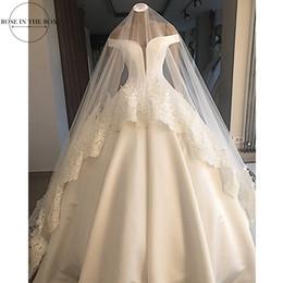 Velos blancos online-Gelinlik 2019 vestidos de boda elegante Hombro de boda blanco satinado vestido de novia simple vestido de bola atractivo sin espalda con velo