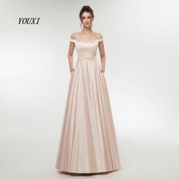 Nude Pink Sexy Prom Dresses 2019 Langes Mädchen Satin Schulterfrei Abendkleid Langes Kleid Perlen Schärpen Partykleider Robe De Soiree von Fabrikanten