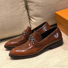 19FW Sommer Marken Casual Men Schuhe Männer Flats Luxury Lederschuhe Mann Atemlöcher Oxford Kleid Schuhe YECQ7