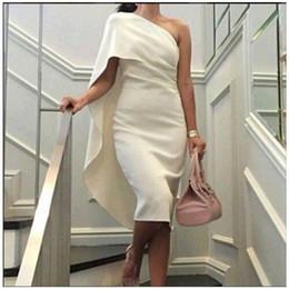 Uma bainha ombro curto vestidos de noiva on-line-Nova Bainha Equipado Crepe Um Ombro Vestidos de Casamento Curto Ruffles Simples Informal Recepção Vestidos De Noiva Chá Comprimento Custom Made Vestido Curto
