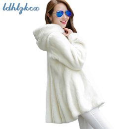 Chaquetas blancas coreanas online-Abrigo de piel Mujer Chaqueta de piel con capucha de manga larga de talla grande en blanco y negro 2018 Invierno Nueva oficina coreana Chic Ropa gruesa LD650