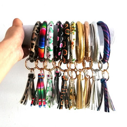 bucles de conjunto de claves Rebajas Blowout Large Pu Leather Print Keyring Loop Bangle Bracelet Leopard Faux Leather Tassel O Key Ring Car Llavero Pulseras Brazaletes