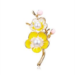 2019 fiore abbigliamento all'ingrosso Nuova personalità Plum Blossom Branches Perla Fiore Spilla Abiti Spilla Accessori gioielli Commercio all'ingrosso di bell'aspetto stile sconti fiore abbigliamento all'ingrosso