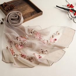 2019 nueva primavera color puro estilo étnico bordado bufandas de seda para mujeres en verano protección solar bufanda de seda de organza desde fabricantes