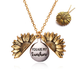 colgante mejores perras collar oro Rebajas Personalized You Are My Sunshine Best Friends Best Bitches Valentine Necklace Antique Gold Sunflower Locket Pendant Necklace for Women