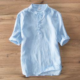 Camisa azul de cuello mandarín online-Hombres de verano Marca de Moda Estilo Japonés de Japón Suelte el Collar del Soporte de Media Manga Camisa de Lino Hombre Casual Blanco Azul Caqui Camisas Delgadas