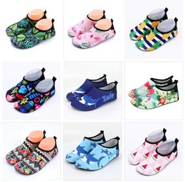 Çocuklar Yaz Terlik Çocuk Plaj Ayakkabı Flamingo kaymaz Nefes Erkek ve Kız Bebek Sswimming Hayvan Unicorn Ayakkabı Kapalı Yumuşak çorap nereden