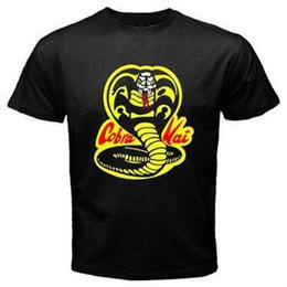 Camisetas personalizadas de los hombres online-Hombres camiseta Cobra Kai Karate Kid Película Impreso Negro Camisetas Estilo Estilo redondo camiseta Camisetas Camiseta personalizada camiseta con capucha hip hop camiseta