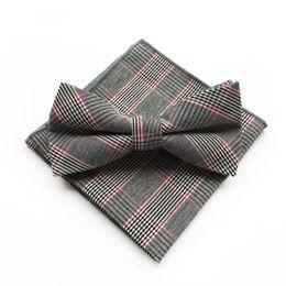 Pajarita roja de paisley online-Gris Red Plaid pañuelo Plato conjunto de los hombres de moda de algodón de los hombres Pañuelos Bow Tie Set Casual colorido Plaid hombres Bow Ties Set