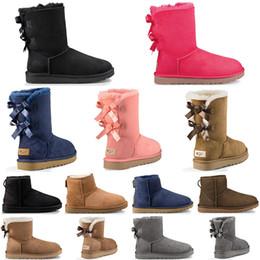 Botines cortos online-UGG botas de mujer de diseñador de lujo de Australia botas de nieve de invierno tobillo arrodillarse piel de lazo corto gris moda mujer zapatos de niña zapatillas de deporte