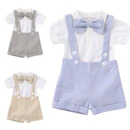 cime di bowtie Sconti Baby Boy Bow manica corta Pantaloncini Outfits Newborn + Bowtie T-shirt piccolo gentiluomo pagliaccetto + Strap Shorts Set