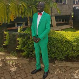 il vestito di prom danno colore beige Sconti Summer Green Mens Si adatta a due pezzi Groomsmens Abiti per matrimoni Sporco risvolto Tinta unita maschile Tuxedos Prom
