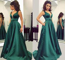 Canada Vert émeraude Satin profond col en V robe de bal sans manches fermeture à glissière dos taille Plus formelle robes de soirée du soir robes robes faites sur mesure Offre