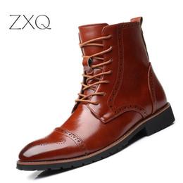 botas universitarias Rebajas Más el tamaño 38-48 de los hombres del estilo Brogue Botas de la graduación de estilo británico botas de invierno tobillo zapatos de vestir formales Oxford