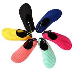 Muta per immersioni online-2019 Unisex Sport acquatici Calzini da sub 14 colori Nuoto Snorkeling antiscivolo Seaside Beach Scarpe da surf traspirante Muta Yoga calzini G795F