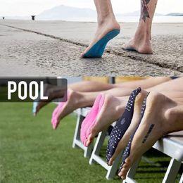 Esteras de playa a prueba de agua online-Plantilla antideslizante Playa de arena Estera invisible Adiabatic Summer Foot Pad Antideslizante Zapatos de playa coloridos DHL