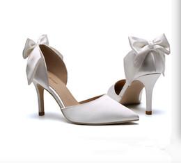 Sapatos de casamento calcanhar médio branco on-line-Novos Elegantes Sapatos De Casamento Simples Branco De Seda De Cetim Borboleta Nó Dica de Salto Médio-ar Sapatos de Casamento Sapatos de Salto Alto Partido Banquete sapato