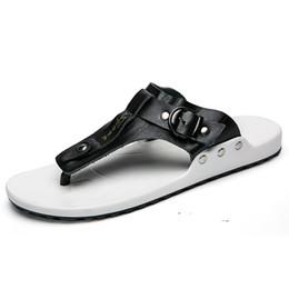 9cd8d2331e 2019 Mens Flip Flops Estate uomo nuovo stile in pelle morbida scarpe da  spiaggia all'aperto uomo pantofole massaggio acqua uomo calzature