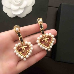 Glands de mariage en Ligne-Perle Cœur De Luxe Designer De Mode Stud Boucles D'oreilles Lettres Oreille Stud Bijoux Accessoires pour Femmes Cadeau De Mariage