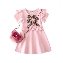 abbinato vestito da cerimonia nuziale della principessa Sconti ragazze vestono 2019 stili INS ragazza bambini estate manica corta colletto rotondo abito lettera stampa bowtie ragazza di cotone di alta qualità vestito 4 colori