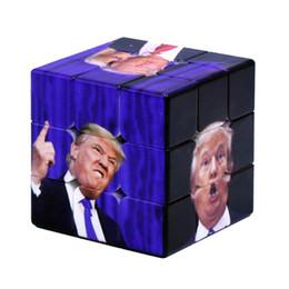 2019 stampe magiche Divertente Trump Magic Cube 5.6 * 5.6 * 5.6 CM Velocità Per Magic Puzzle Trump UV Stampa Sticker Giocattolo Educativo MMA2186 stampe magiche economici