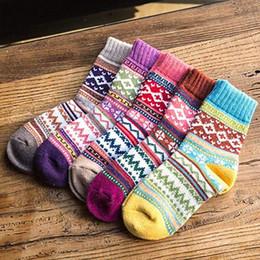 coppie di lana di lana Sconti MISS M 5 Pairs Calze invernali Donna Retro Style lana spessa Caldo Autunno Crew Socks Casual Sokken Calze a righe miste Donna