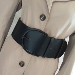 Damen mode mantel design online-Fashion Classic runde Schnalle Damen breiter Ledergürtel Damen 2018 Design hochwertige weibliche Casual Ledergürtel für Mantel