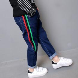 2019 stickerei jeans junge Kinderkleidung 2019 Frühlingsjungenjeans Art und Weise koreanische beiläufige Hosen geflanscht Stickerei Kinder Jeans rabatt stickerei jeans junge