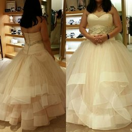 taille hochzeitskleid tüll Rabatt 2019 Plus Size Taille a-line Brautkleider Liebsten ärmellose Rüschen Tüllrock Brautkleider mit Perlen Floral Gürtel