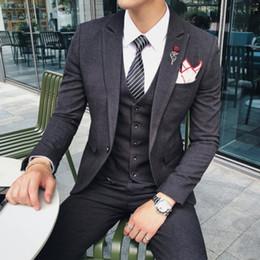 Pantaloni in raso di mens online-2018 Black Satin Mens Suit Classic Fit 3 pezzi smoking abiti giacca smoking pantaloni pantaloni per matrimoni formali abiti da festa