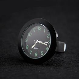 Часы f1 кварц онлайн-Световой Gauge Часы Мини автомобилей Кварцевые Часы с зажимом Auto Air Outlet Закрытый Украшение 15dxa F1