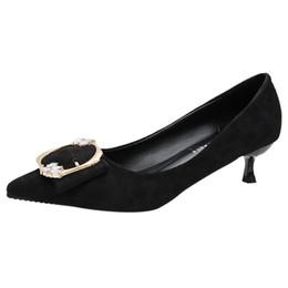 Tiendas de zapatos de boda online-Zapatos de vestir 2019 Bombas de mujer Nueva moda Primavera Verano Zapatos de tacón alto Boca baja Cuadrado Hebilla Señoras Banquete de boda Bomba de compras