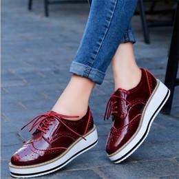 fe2dec8d6 Hot Mulheres de Alta Qualidade Plataformas Oxfords Brogue Flats Sapatos de  Couro de Patente Lace Up Toe Redondo Da Marca Calçados Femininos Sapatos  para as ...