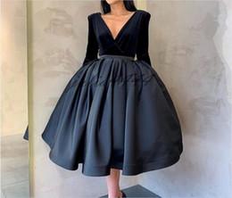 2019 ligne de robe mère enfant Robes de soirée modestes court col en V thé-longueur satin dos nu 2019 arabe Dubaï robe de soirée pas cher robe de bal robes de cocktail sur mesure