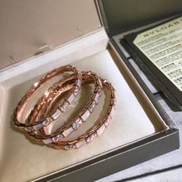 Deutschland Heißer Verkaufsschlangendesign-Punkarmband mit weißer Schale und Diamant für Frauenmarkennamensarmbandhochzeitsschmucksachengeschenktropfenverschiffen PS5402A supplier snake names Versorgung